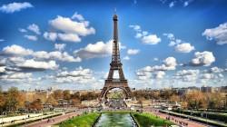 Bersembunyi Di Balik Kota Paris, Prancis